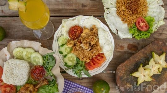 Foto Menu & Review Ayam Geprek Juara - Season City - Grogol Petamburan